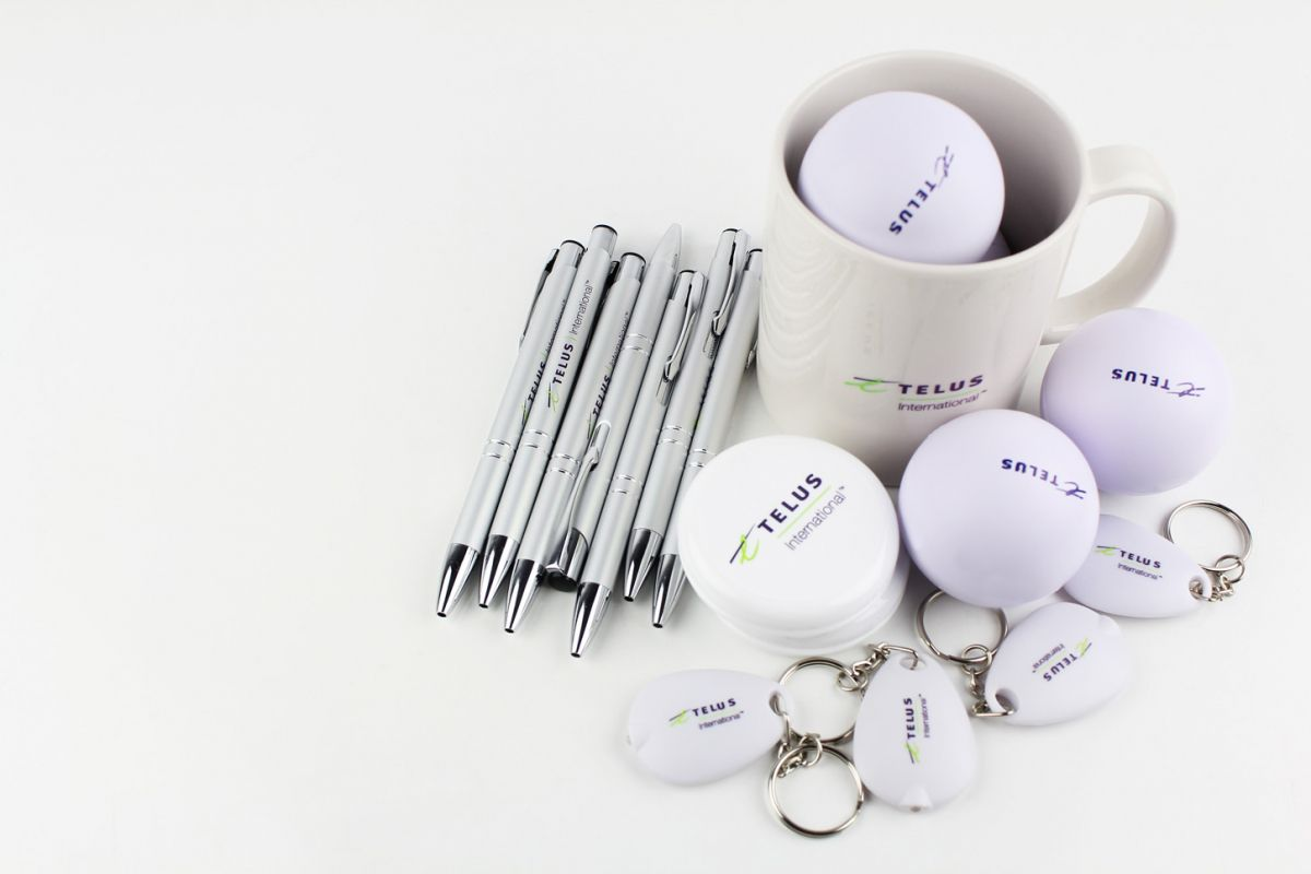 clean-branded-goodies-mugs-anti-stress-ball-pens-keychain-3dartstudio